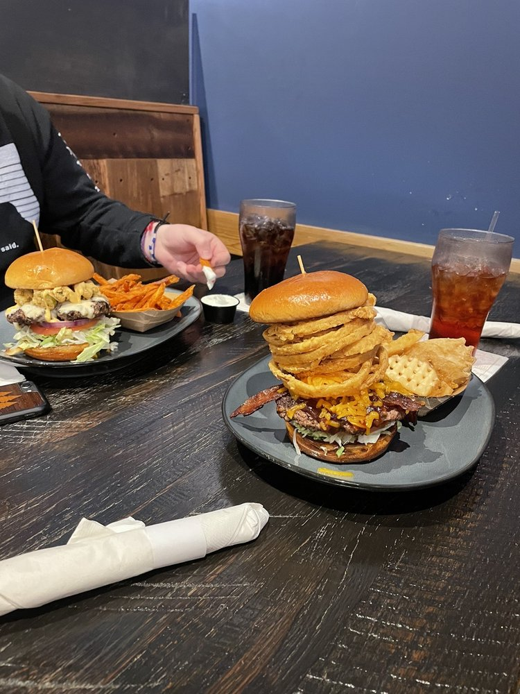 Walk-On's Sports Bistreaux - Knoxville Restaurant: 7621 Kingston Pike, Knoxville, TN