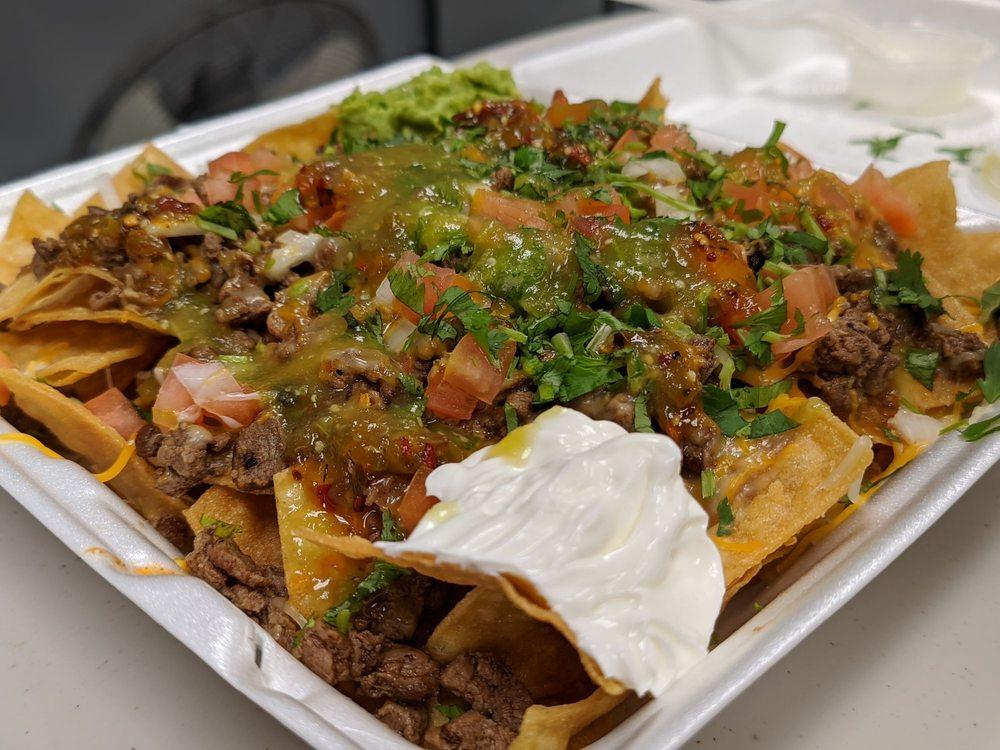 Raul's Tacos: 11619 Rancho Rd, Adelanto, CA