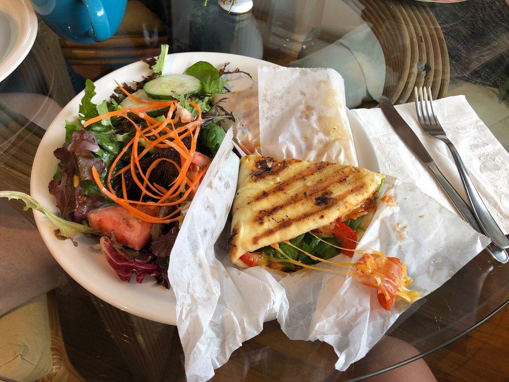 Honi Wai Cafe: 17-937 Volcano Rd, Mountain View, HI