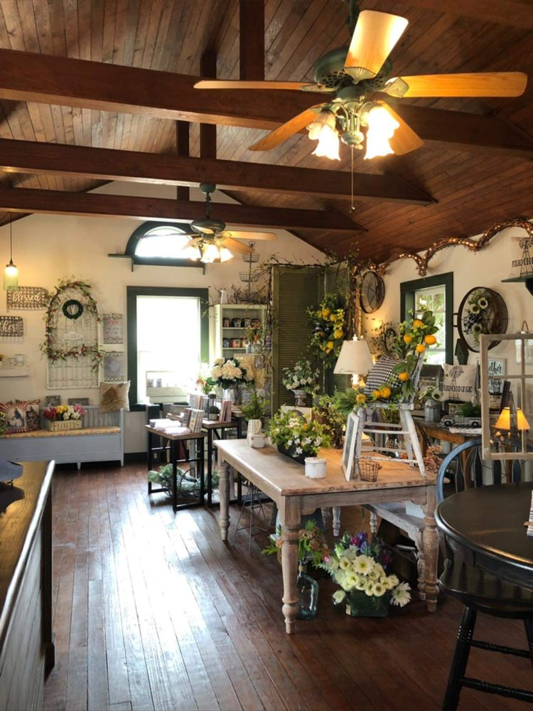 Country Cottage Primitive: 17206 Walker Rd, Shawnee, OK
