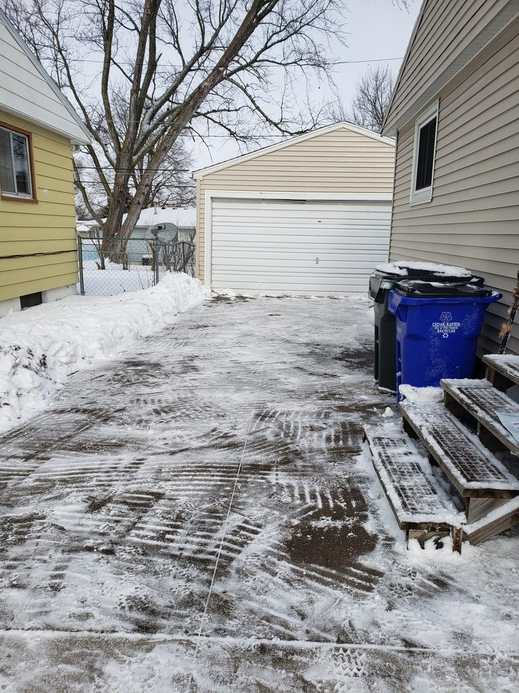 JD'S Family Lawn Care & Snow Removal Services: Ely, IA