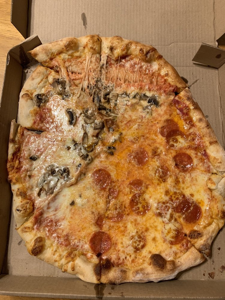 Food from Noce's Pizzeria