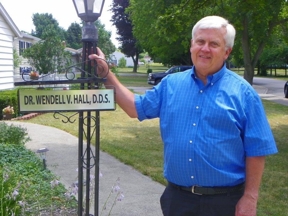 Wendell V Hall, DDS: 213 E Main St, Avon, NY