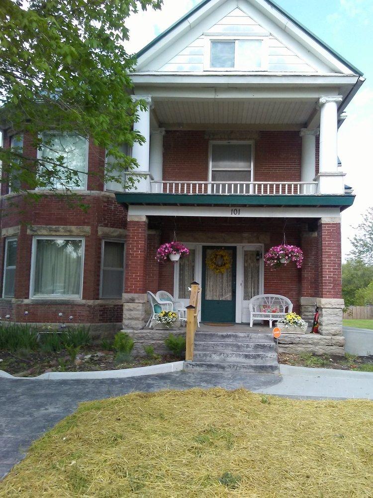 Shoal Creek Bed And Breakfast: 101 N Gallatin Ave, Hamilton, MO
