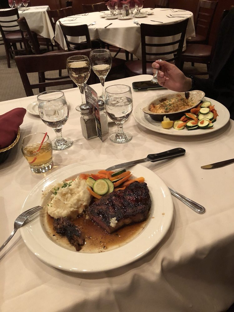 White Wolf Restaurant & Lounge: 7400 US-209, Napanoch, NY