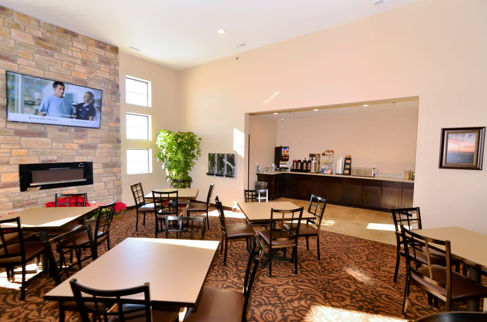 Boulders Inn & Suites Holstein: 2011 Indorf Ave, Holstein, IA