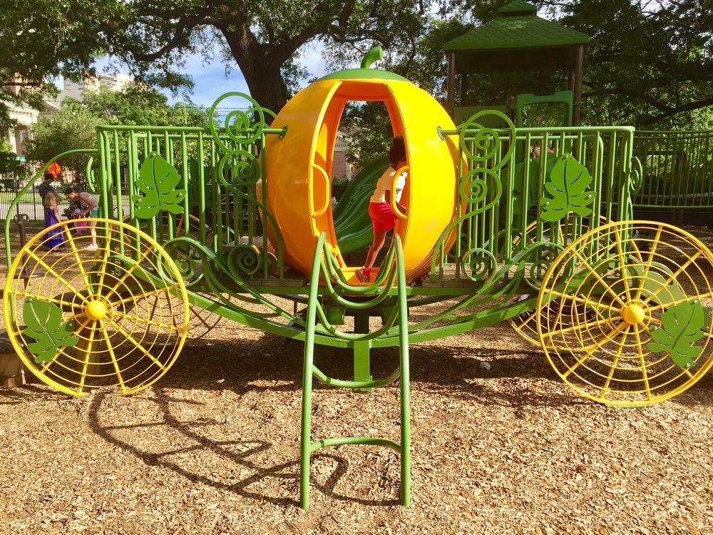 River Oaks Park: 3600 Locke Ln, Houston, TX