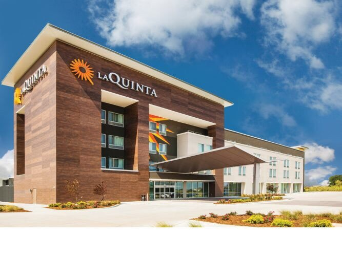 La Quinta by Wyndham Wichita Airport: 5500 West Kellogg Dr, Wichita, KS