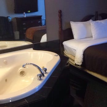 Photo Of Comfort Inn Suites Taylor Mi United States Jacuzzi Suite
