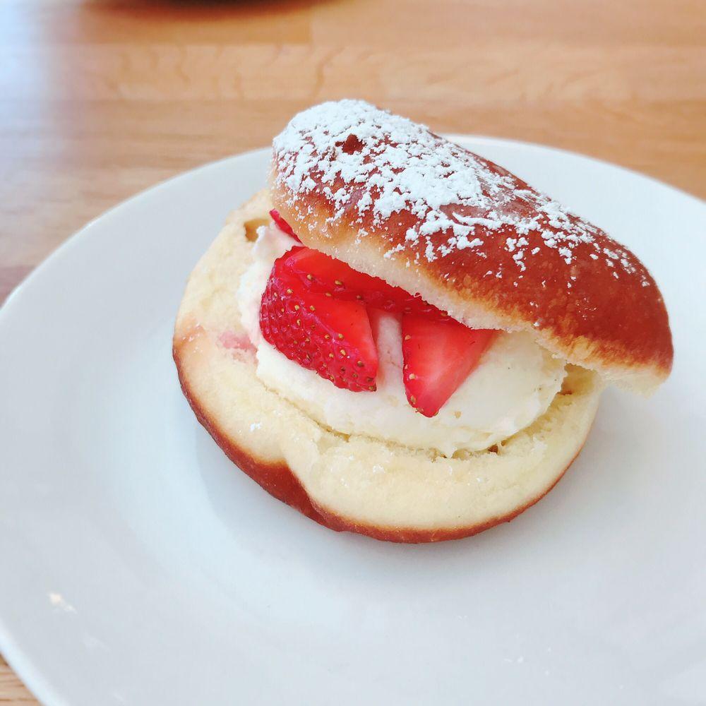 Buttermilk Bake Shop: 257 E Bank St, Petersburg, VA