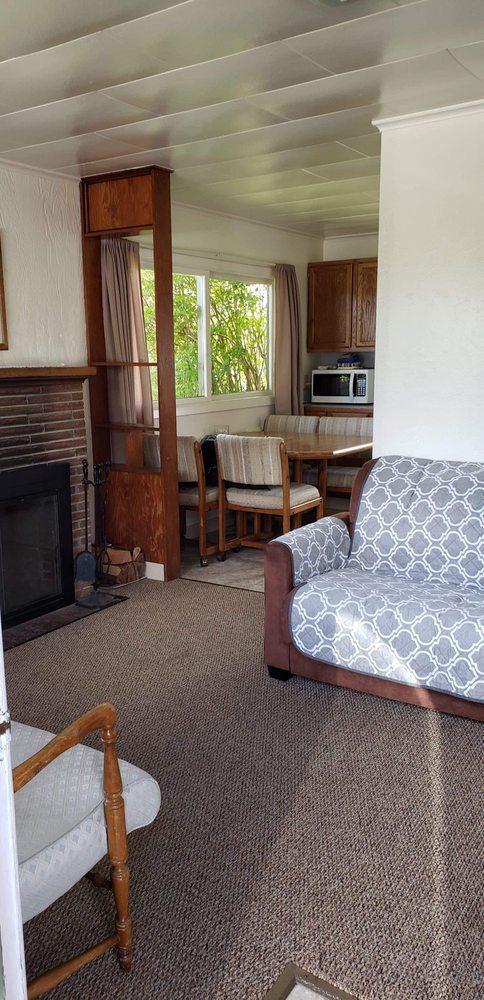 Walsh Motel: 1593 State Rt 105, Grayland, WA