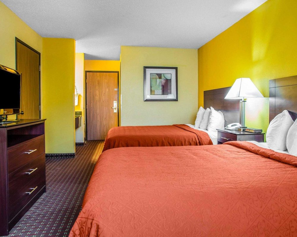 Quality Inn Central Wisconsin Airport: 400 Orbiting Drive, Mosinee, WI