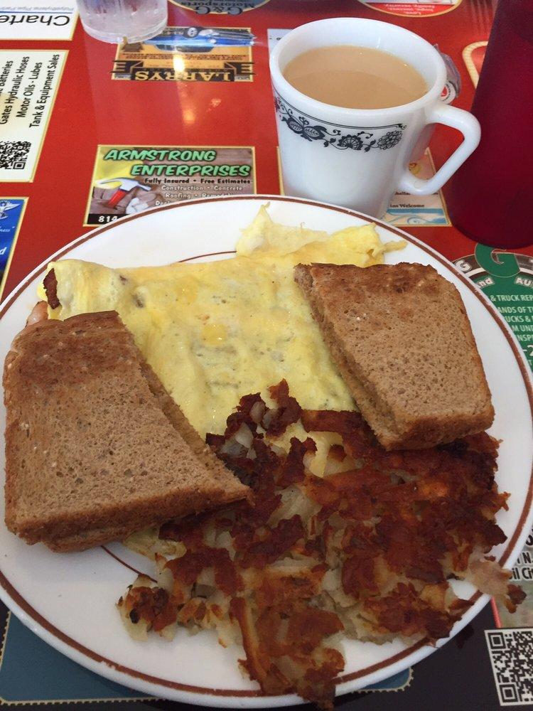 Missy's Arcade Restaurant: 116 Diamond St, Titusville, PA