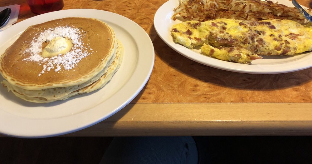 Berry's Pancake House: 2050 Park Rd, Connersville, IN