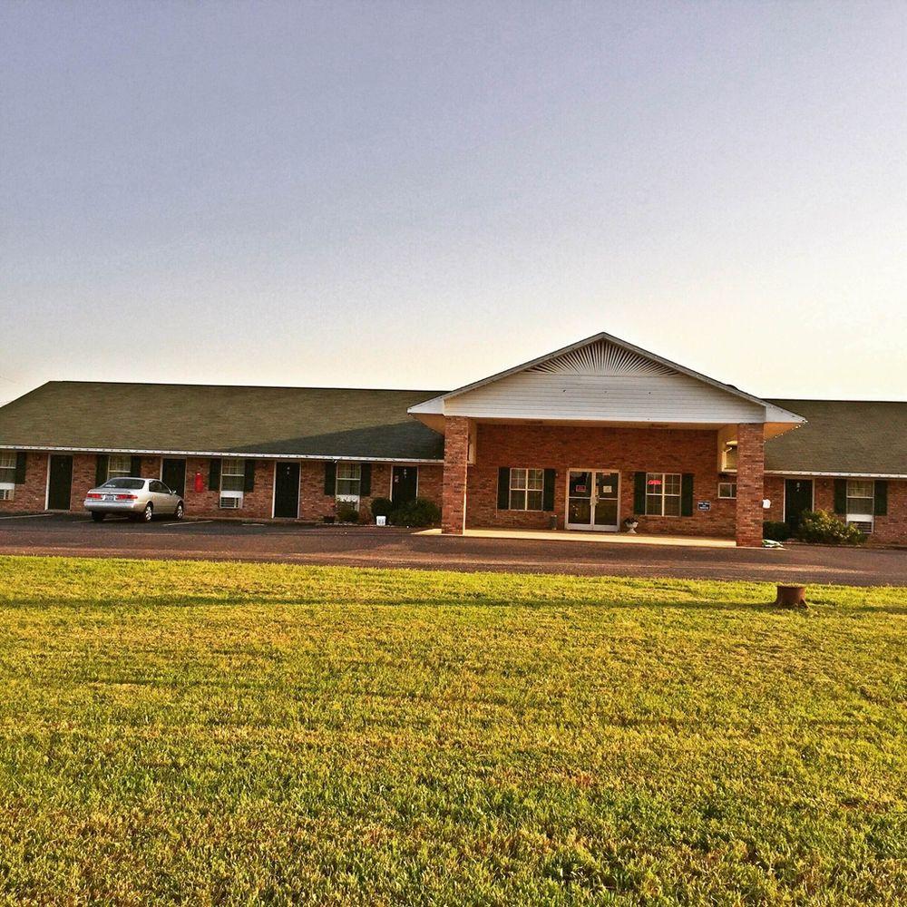 Rama Inn: 24 Edward Dr, Bells, TN