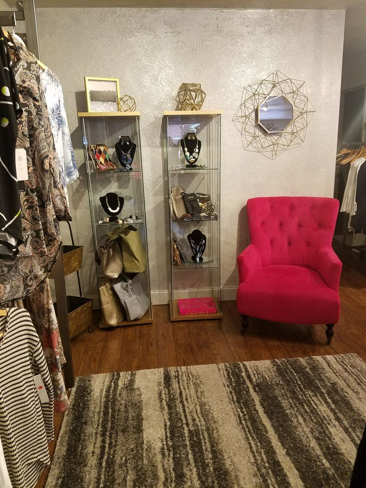 Delafield Main St. Boutique: 605 Main St, Delafield, WI