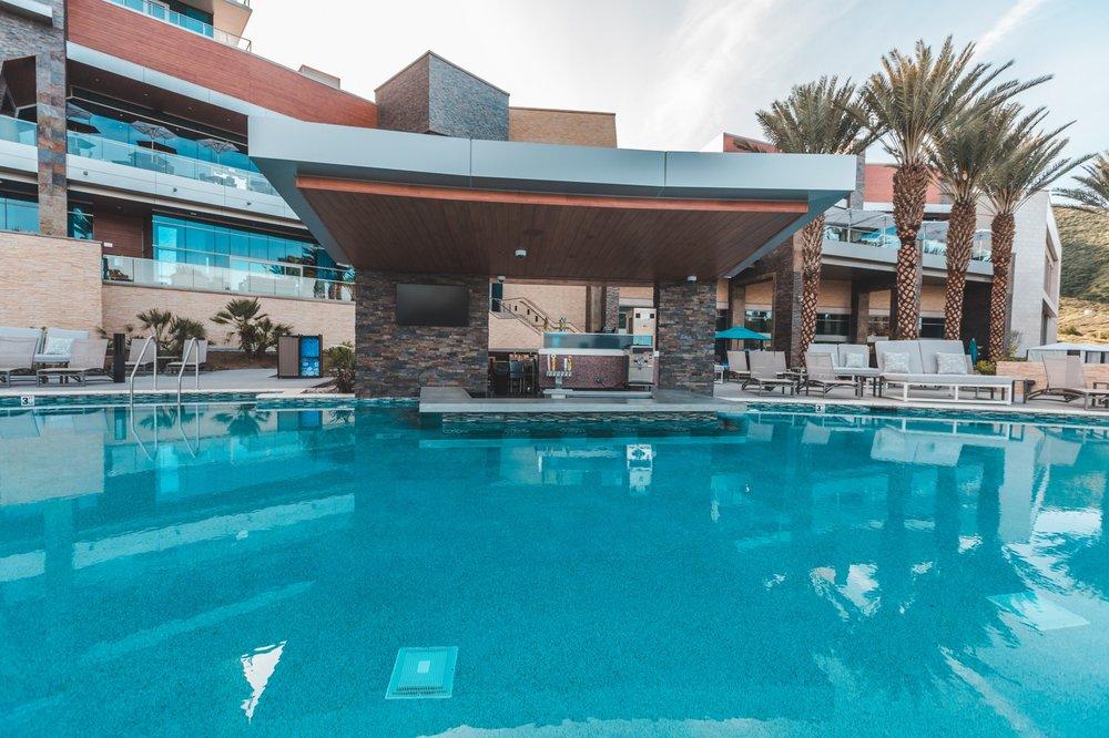 Retreat Pool & Cabanas