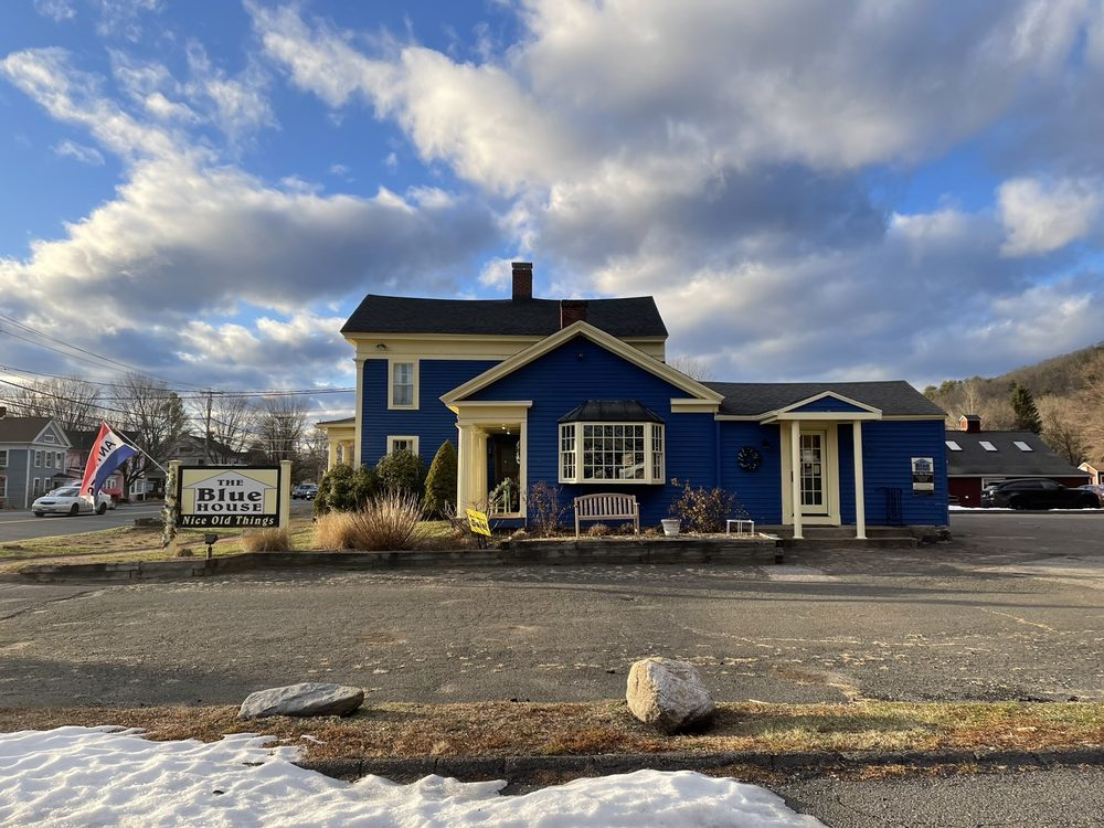 The Blue House: Nice Old Things: 161 Albany Tnpk, Canton, CT