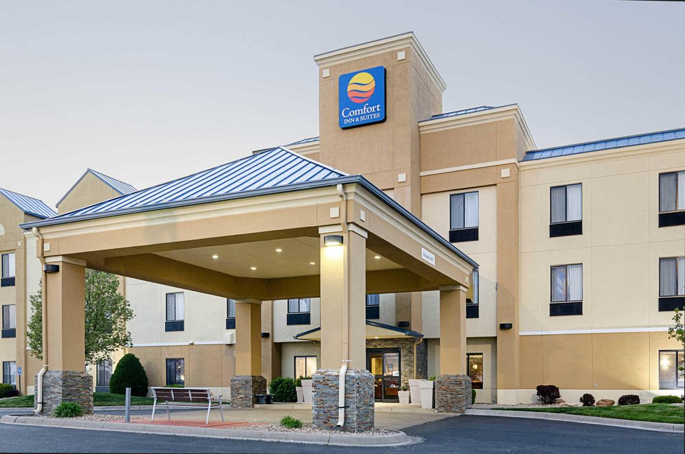 Comfort Inn & Suites: 1601 Super Plaza Ave, Hutchinson, KS