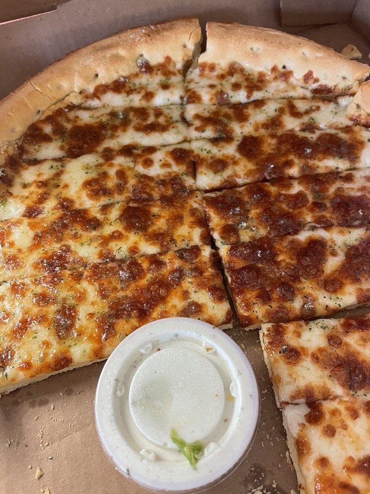 Big Banjo Pizza Parlor: 720 Hwy 65 S, Dumas, AR