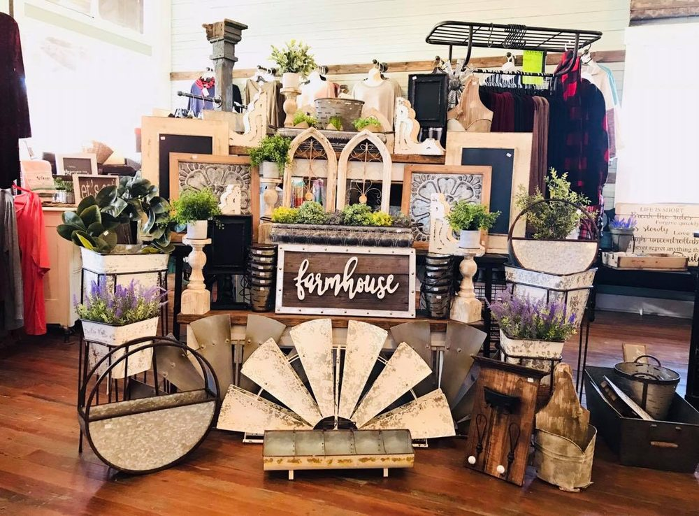 Rachel's Rustic Room & Boutique: 214 US-50, Rosebud, MO