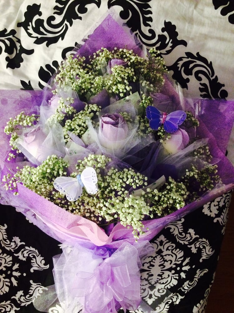 Birthday bouquet of lavender Hong Kong style roses. 1/2 dozen of ...