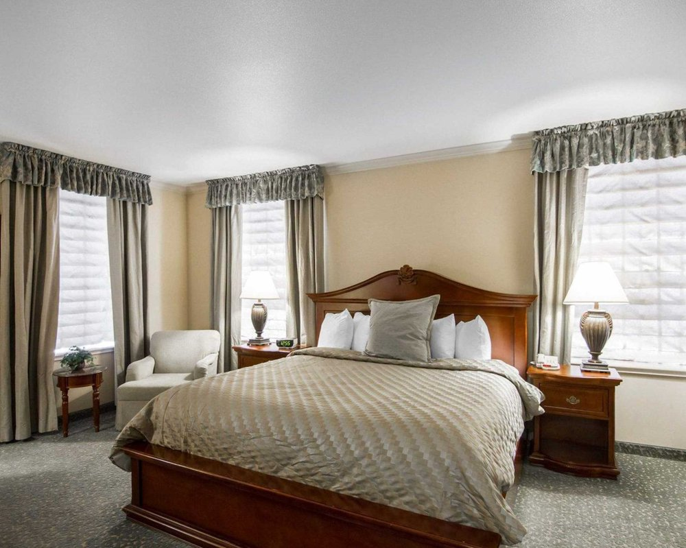 Liberty Hotel, an Ascend Hotel Collection Member: 205 South Caddo St, Cleburne, TX