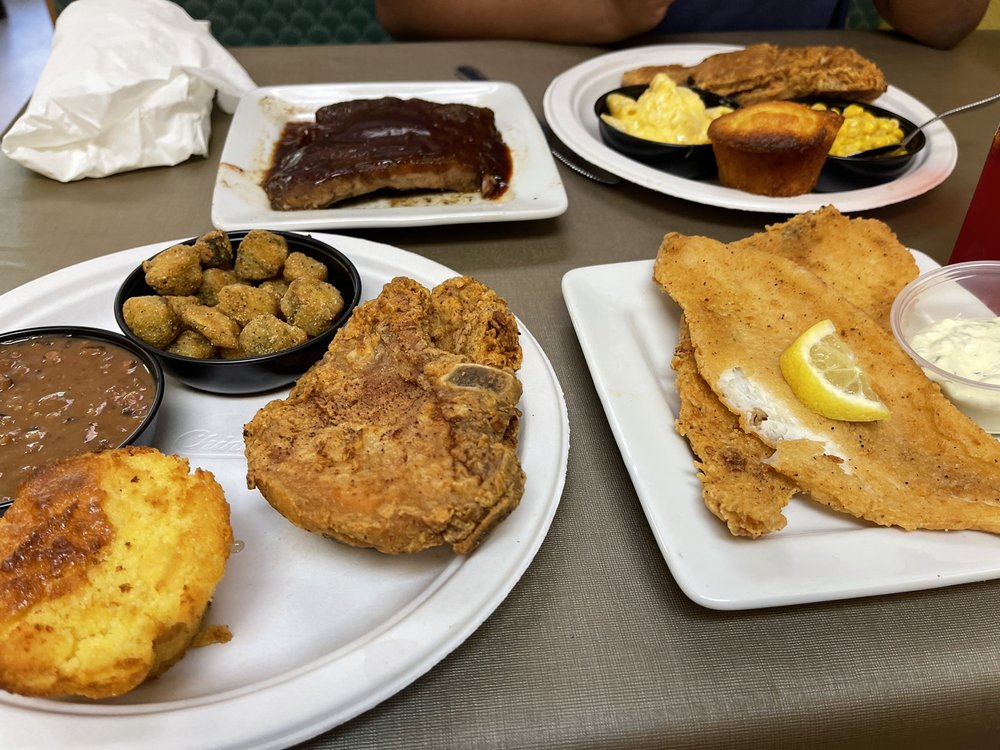 Daddy D's Suber Soulfood: 411 7th Ave E, Hendersonville, NC