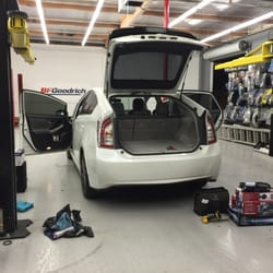 Lincoln Tires and Stereo - Car Stereo Installation - 420 W