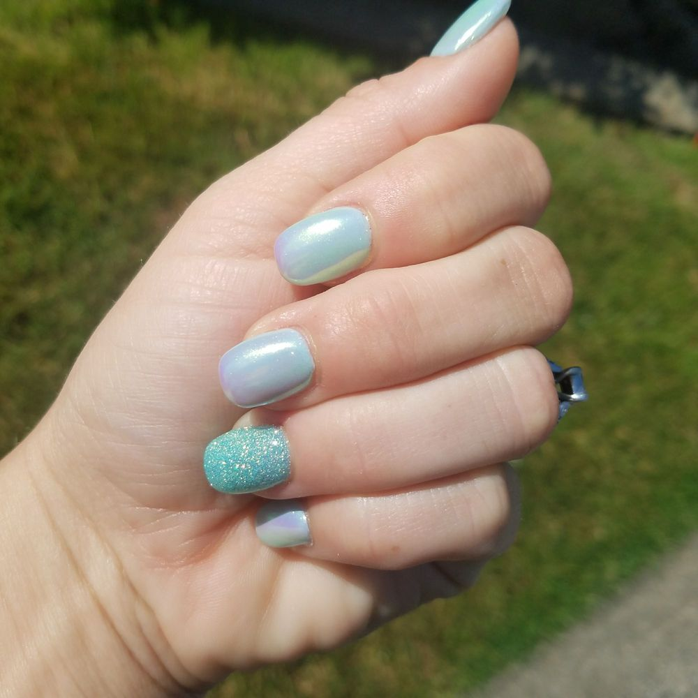 Mood Color Changing Nail Polish With Opal Powder And Ring Finger
