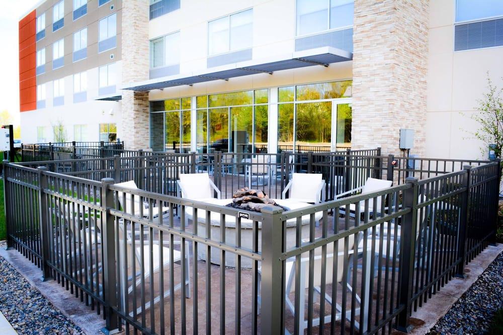 Holiday Inn Express & Suites - Oswego: 140 E 13th St, Oswego, NY