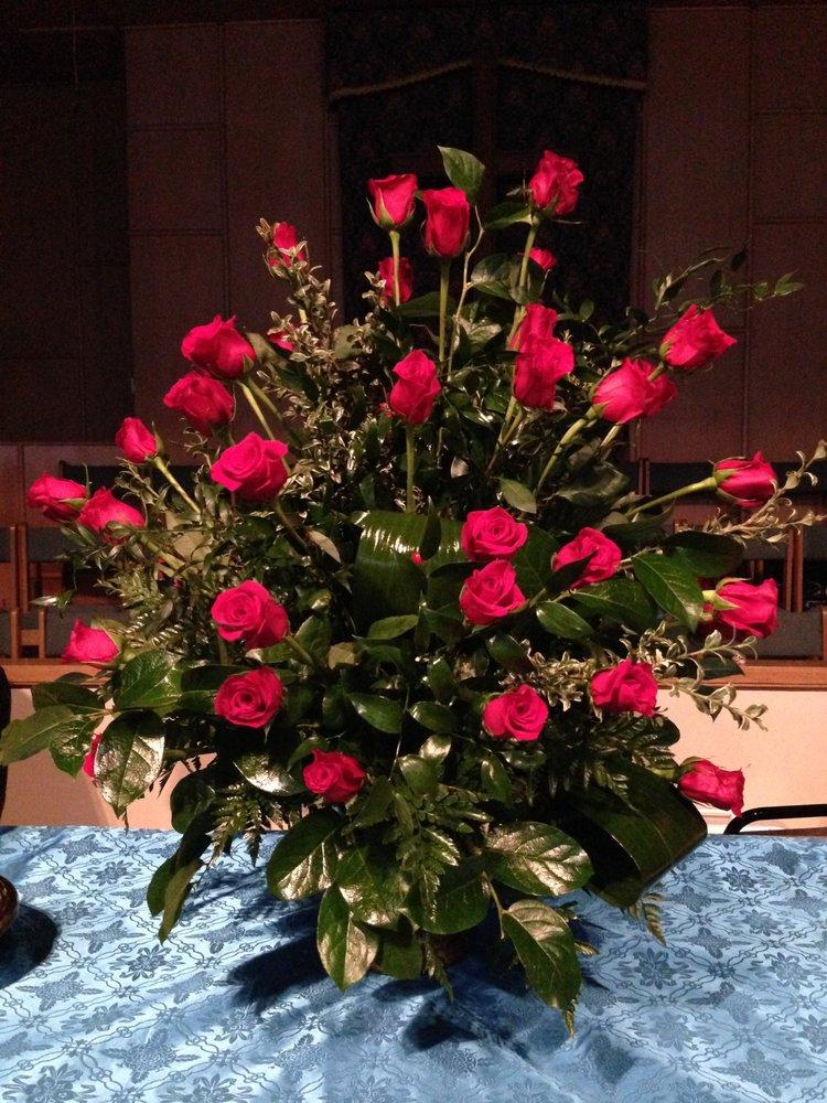 Debbi's Flowers: 104 W Lafayette Sq, Lafayette, GA