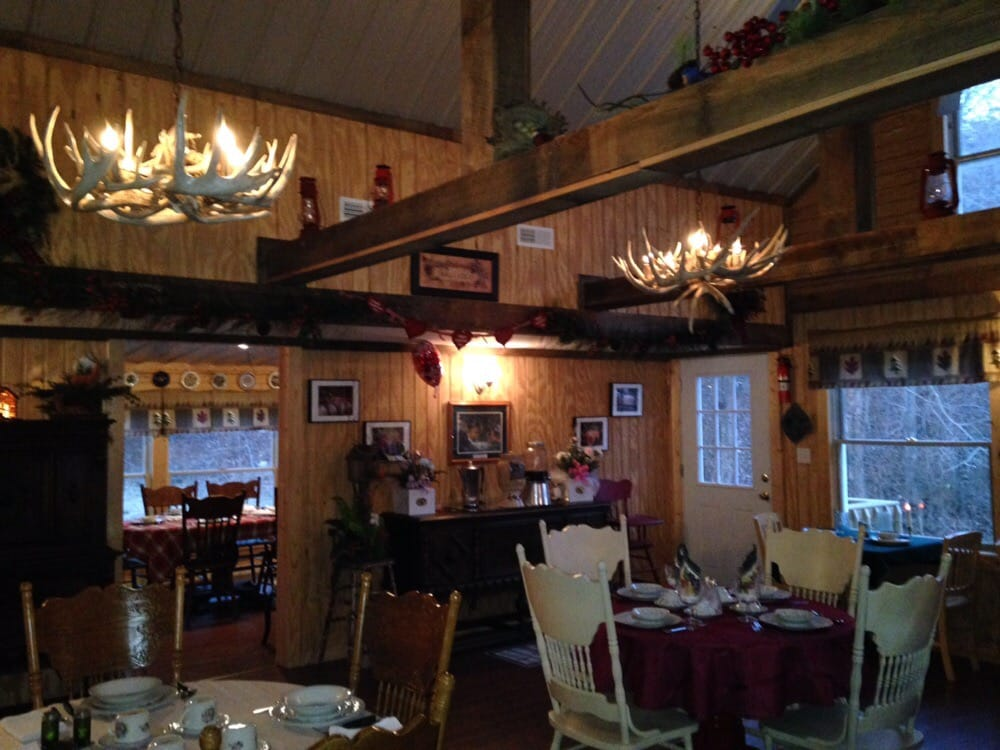 Front Porch Restaurant: 142 W, Doniphan, MO