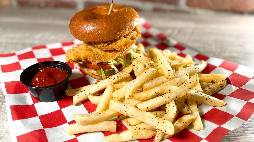 Parry's Pizzeria & Taphouse: 5752 Grandscape Blvd, The Colony, TX