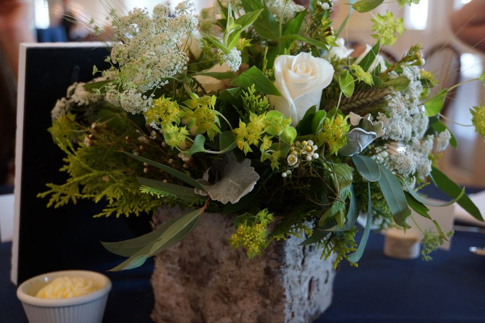 Centerpieces For A Wedding Reception The Flowers Are In A Birch Box