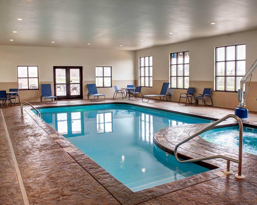 Comfort Inn & Suites: 44380 West Hills Lane, Caldwell, OH