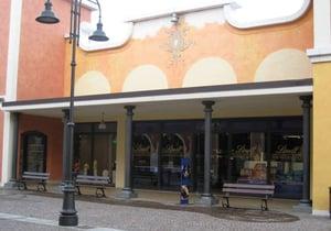 Negozio Lindt - Chocolatiers & Shops - Via Marco Biagi, Bagnolo San ...