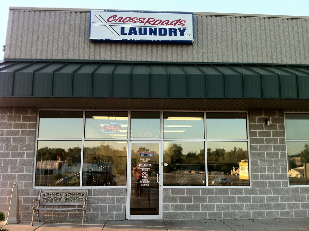 Crossroads Laundry: 1490 N Outer Rd, Warrenton, MO