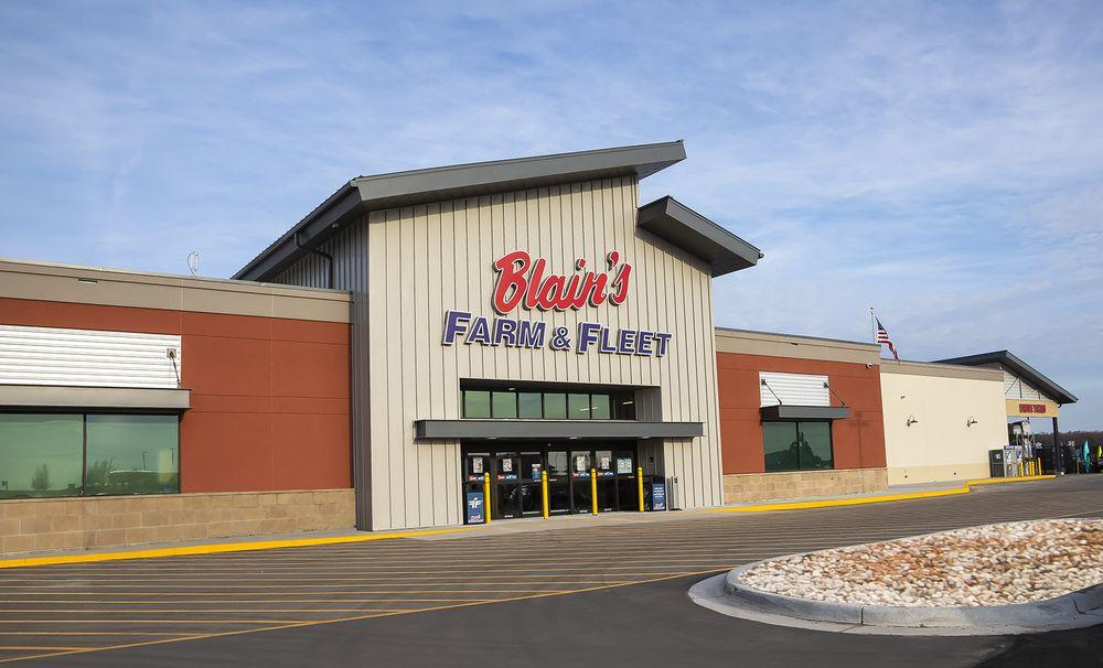 Blain's Farm & Fleet - Standale: 145 Wilson Ave NW, Walker, MI