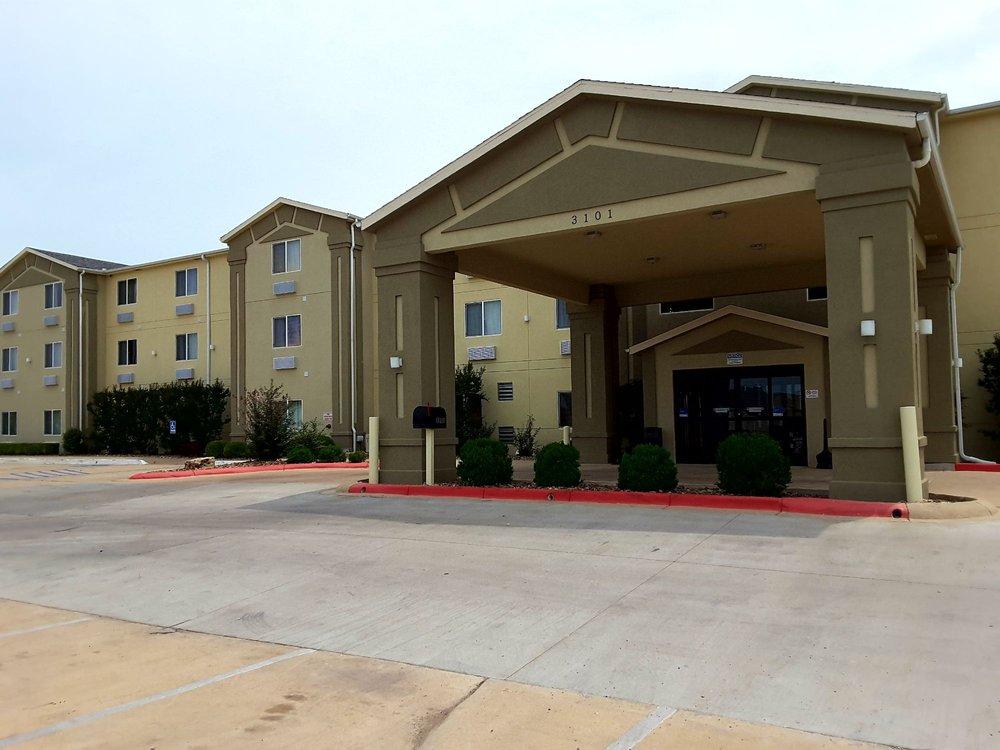Comfort Inn & Suites: 3101 N 14th St, Ponca City, OK