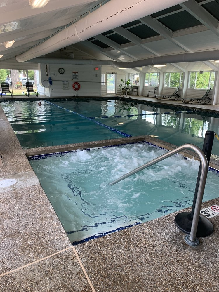 Eastern Inn & Suites: 2955 White Mountain Hwy, Conway, NH