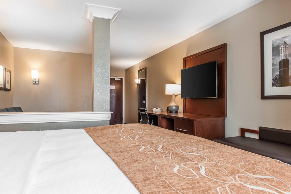 Comfort Suites: 8928 W State Rd 114, Rensselaer, IN