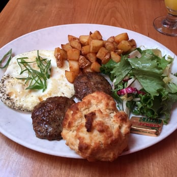 Follow Eater Boston online: