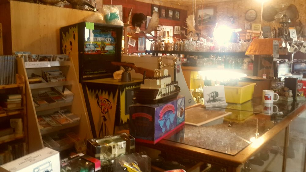 Red Barn Antiques: 11360 S Frontage Rd, Laurel, MT
