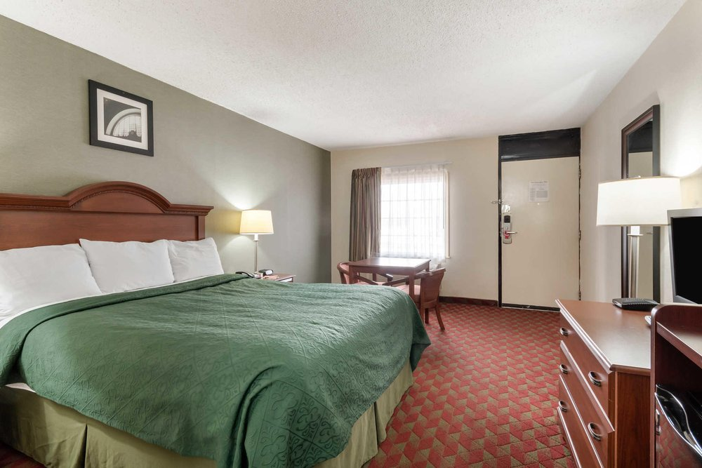 Econo Lodge: 3325 US Route 60, Huntington, WV