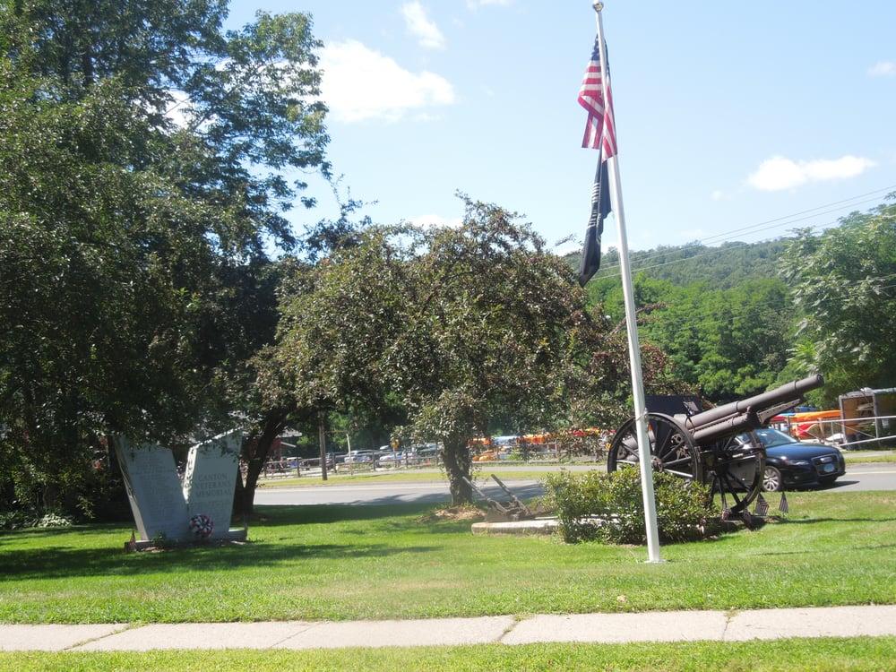 Canton Veterans Memorial: Bridge St And River St, Canton, CT