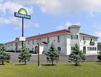 Days Inn by Wyndham Sioux City: 3000 Singing Hills Blvd, Sioux City, IA