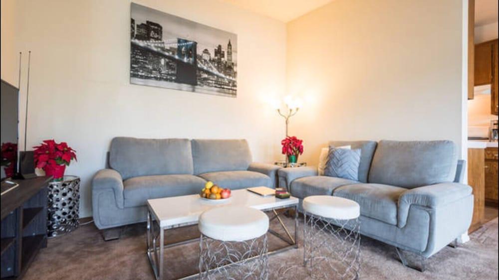 melrose discount furniture 18 photos 52 reviews furniture stores 820 n western ave east. Black Bedroom Furniture Sets. Home Design Ideas