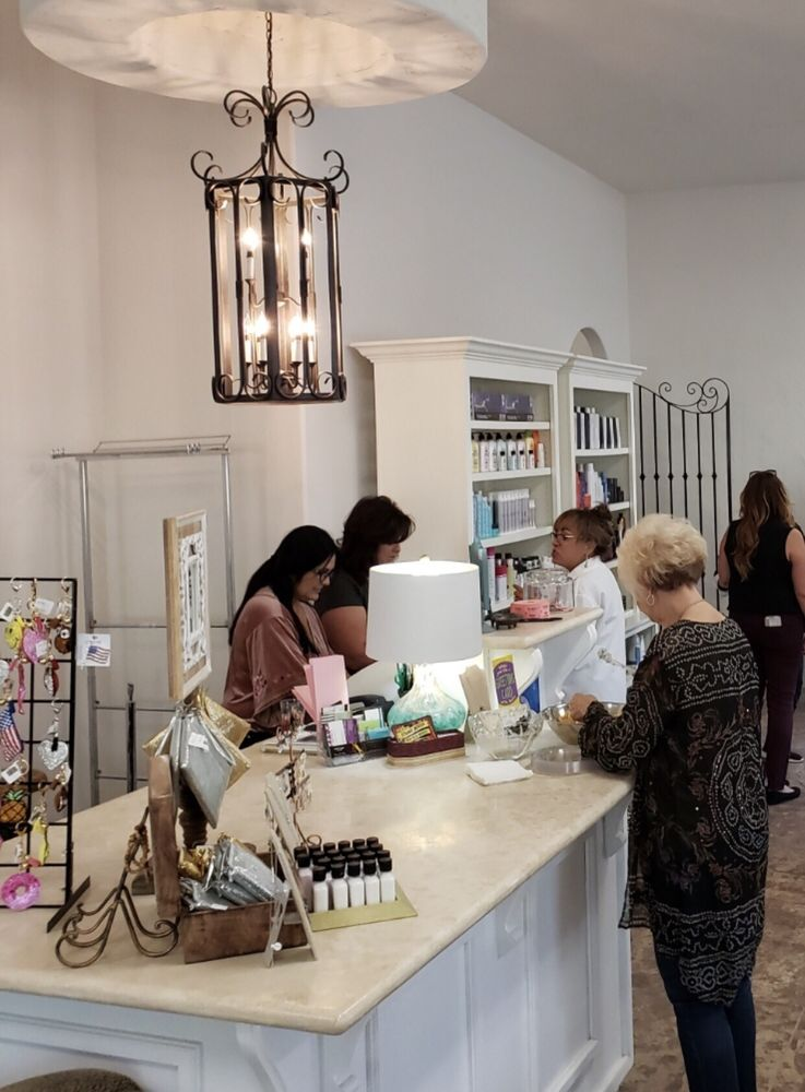 Unique Hair Design and day Spa: 3011 F St, Bakersfield, CA