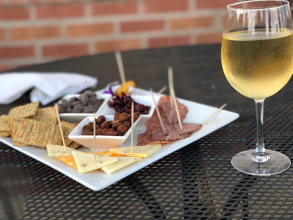 Molon Lave Vineyards: 10075 Lees Mill Rd, Warrenton, VA
